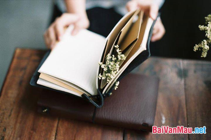 Giải thích câu nói sau đây của M. Go-rơ-ki: Hãy yêu sách, nó là nguồn kiến thức, chỉ có kiến thức mới là con đường sống