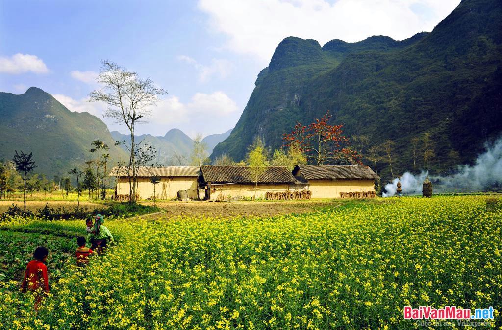 Nổi bật và bao trùm trong bút pháp nghệ thuật của bài Việt Bắc là tính dân tộc hết sức đậm đà, nhuần nhị. Hãy chứng minh