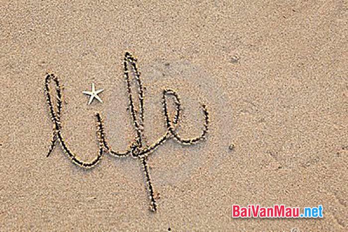 Viết chữ lên cát. Liệu chúng ta có thể học được cách viết lên cát. Em có suy nghĩ gì về câu hỏi được đặt ra ở cuốì truyện