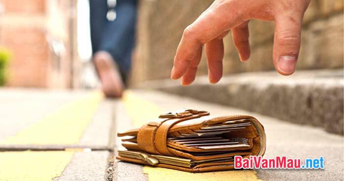 Một lần em và các bạn gặp một gói tiền ai đó đánh rơi. Em và các bạn đã làm gì với số tiền đó? Hãy kể lại cho các bạn cùng nghe