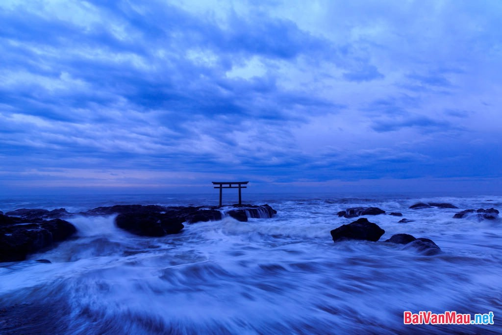 Phân tích hình tượng sóng trong bài thơ cùng tên của nhà thơ Xuân Quỳnh. Cảm nhận của anh (chị) về vẻ đẹp tâm hồn người phụ nữ được thể hiện qua bài thơ