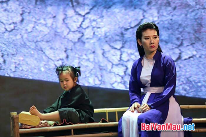 Chuyện người con gái Nam xương kể rằng Trương Sinh hết hạn lính trở về, đứa con nhỏ của chàng vừa học nói, ... Hãy bình luận về cái hay của tình tiết này đối với sự phát triển của câu chuyện