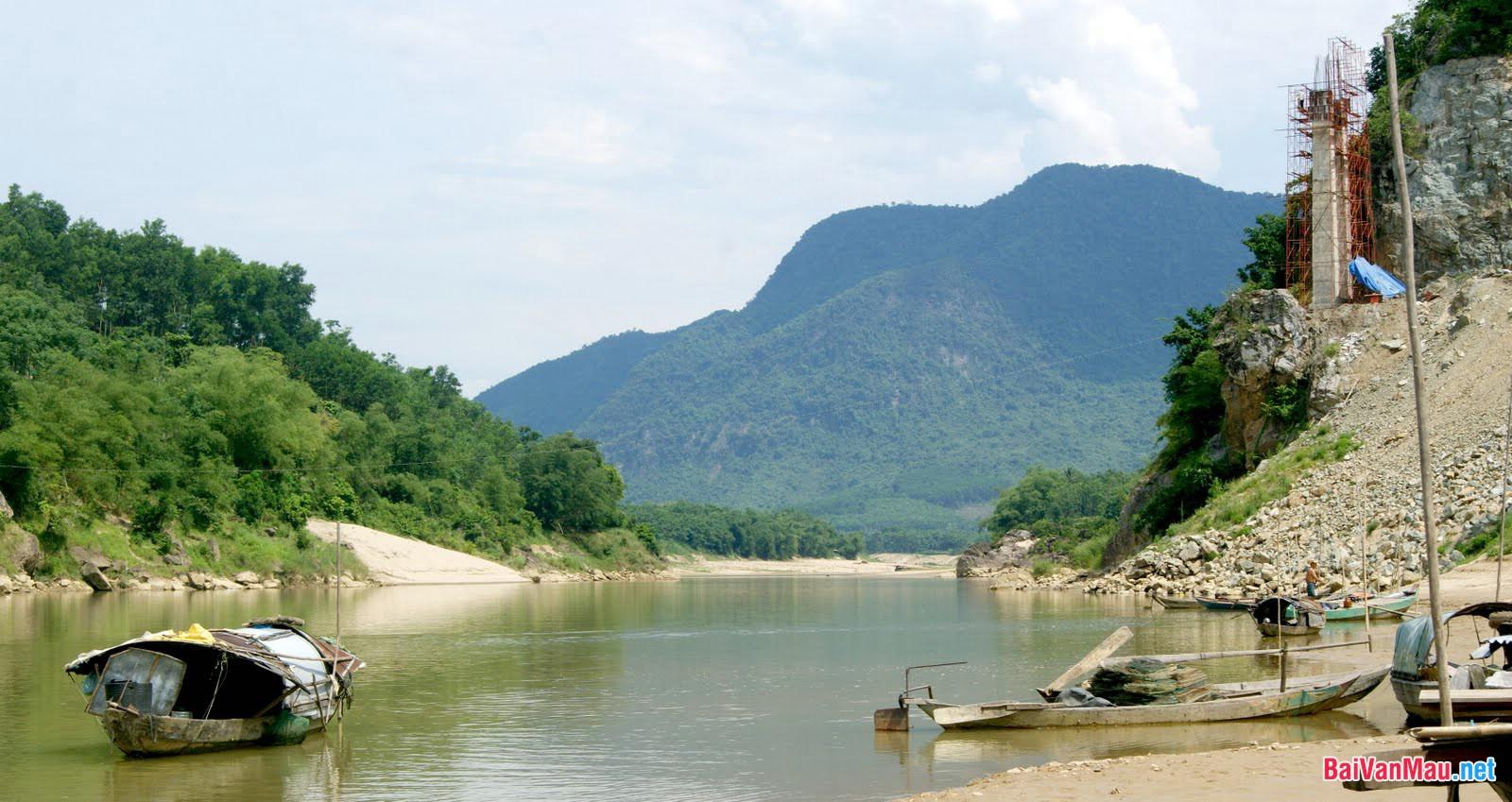Anh (chị) tâm đắc nhất đoạn văn nào trong bài bút kí Ai đã đặt tên cho dòng sông? Hãy phân tích đoạn văn đó, nêu rõ vì sao mình tâm đắc nhất