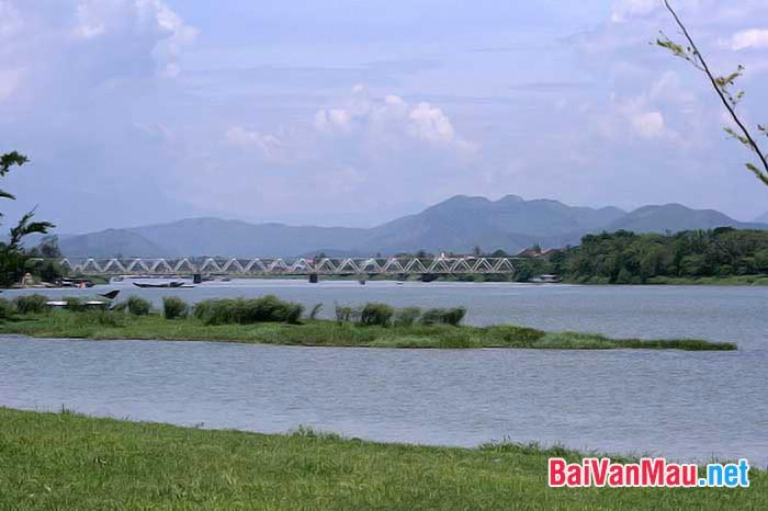 Vẻ đẹp của sông Hương trong bút kí Ai đã đặt tên cho dòng sông? của Hoàng Phủ Ngọc Tường