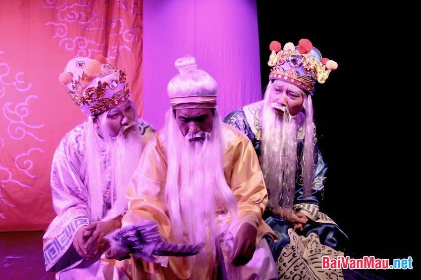 Hãy làm rõ tính bi kịch và ý nghĩa nhân văn cao cả trong sự lựa chọn của Hồn Trương Ba ở cuối vở kịch