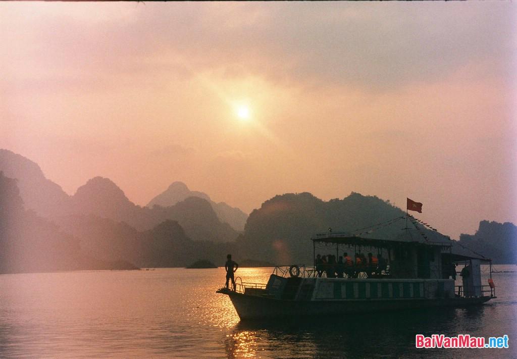 Phân tích tình huống truyện hấp dẫn và các nhân vật trong truyện ngắn Chiếc thuyền ngoài xa của Nguyễn Minh Châu
