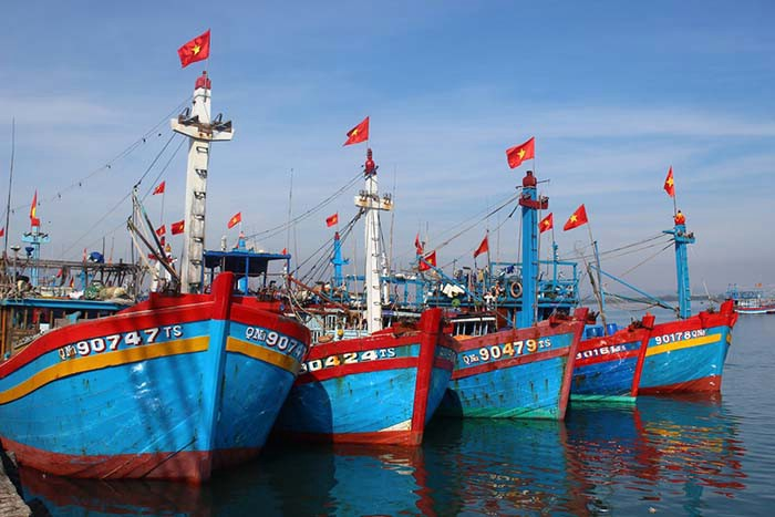 Phân tích bài thơ Đoàn thuyền đánh cá của nhà thơ Huy Cận