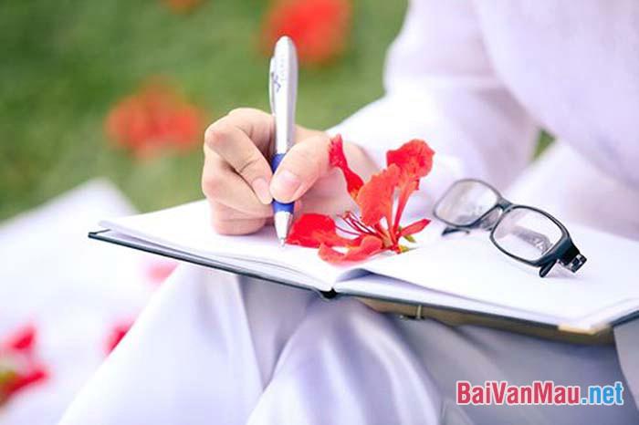 Em hãy viết lại suy nghĩ của mình (một đoạn 200 từ) khi đến mùa hạ cuối cùng thời áo trắng