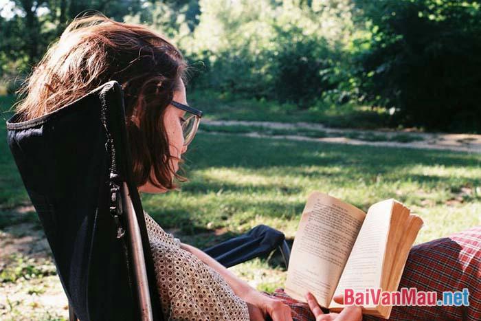 Văn nghị luận - Nói về giá trị của sách, Ghêrans đã từng nói: Tôi đọc sách không những để mở mang trí tuệ mà còn để nâng cao tâm hồn. Em hiểu ý kiến trên như thế nào? Viết một đoạn văn dài khoảng 200 từ