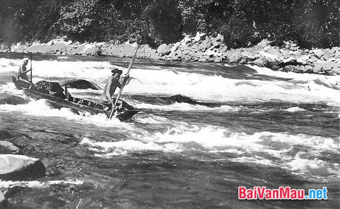 Phân tích những nét đặc sắc của phong cách nghệ thuật Nguyễn Tuân thể hiện trong bài kí Người lái đò sông Đà