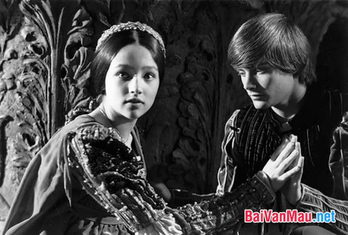 """Phân tích vẻ đẹp tình yêu ở đoạn trích: """"Dưới trăng đôi trẻ đinh ninh thề nguyền"""" (trích hồi II, cảnh 2 vở Rô - mê - ô và Giu - li - ét) của sếch - xpia"""