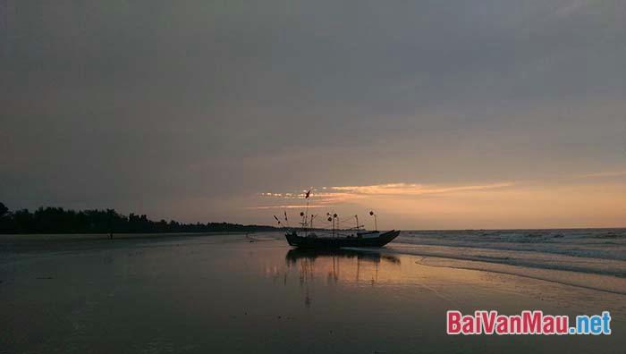 """Anh (chị) hãy phân tích hình ảnh """"Chiếc thuyền ngoài xa"""" trong truyện ngắn Chiếc thuyền ngoài xa của Nguyễn Minh Châu"""