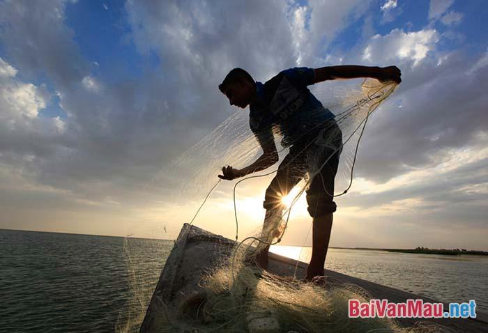 Phân tích truyện ngắn Chiếc thuyền ngoài xa của Nguyễn Minh Châu