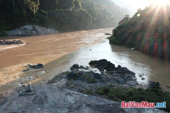 Cảm nhận về con sông Đà trong tùy bút Người lái đò Sông Đà của Nguyễn Tuân