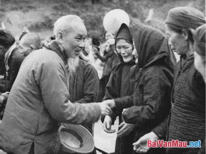 So sánh phương pháp lập luận của 2 văn bản: Tinh thần yêu nước của nhân dân ta và Đức tính giản dị của Bác Hồ