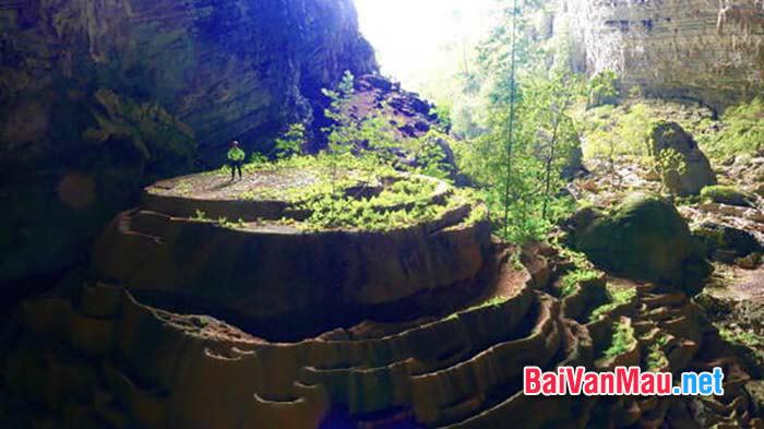 Hãy viết một đoạn văn nói về một địa điểm du lịch tỉnh Lào Cai. Để giữ gìn và phát huy di sản văn hóa đó