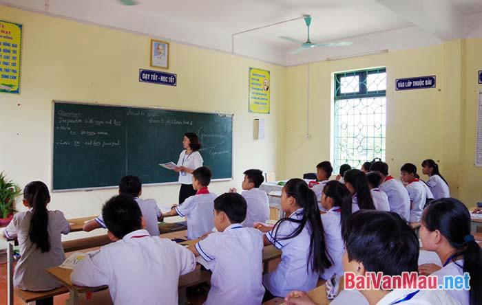 Viết một đoạn văn ngắn có 5 từ thuộc trường từ vựng Trường học