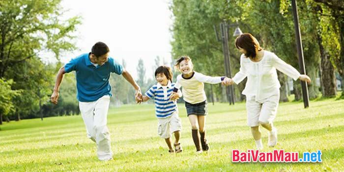 Viết 1 đoạn văn biểu cảm: nêu cảm nghĩ của em về tình cảm gia đình