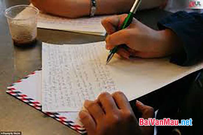 Năm học lớp 6 là năm đàu tiên ở ngôi trường mới với thầy cô và bạn bè mới. Em hãy viết một bức thư cho người bạn ở xa để kể cho bạn nghe về ngôi trường mới